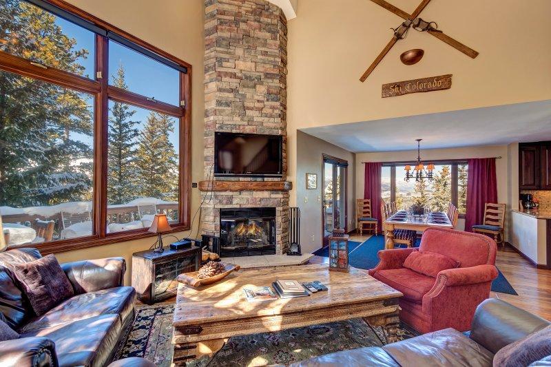 SkyRun Property - 'Grande Vista' - Beautiful floor-to-ceiling stone fireplace