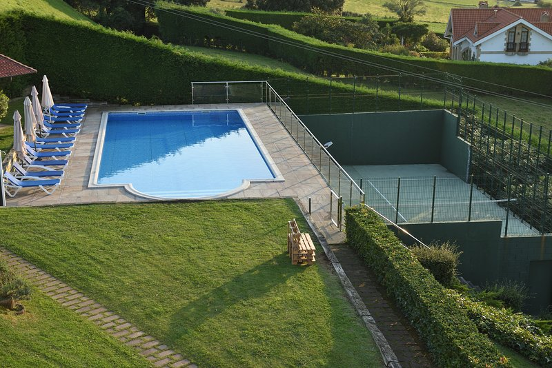 Pool and paddle tennis