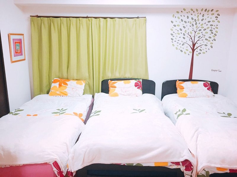 Kansai Airport, USJ! easy access! Osaka House! #13, holiday rental in Namba