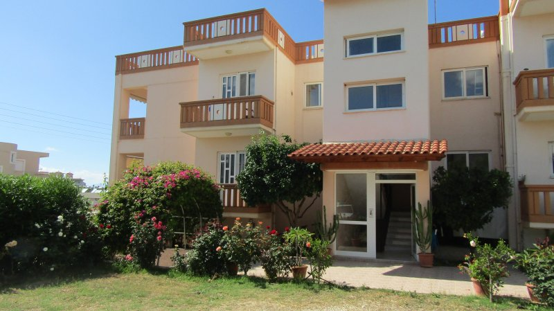 ART apartment, walk to the beach., holiday rental in Daratsos
