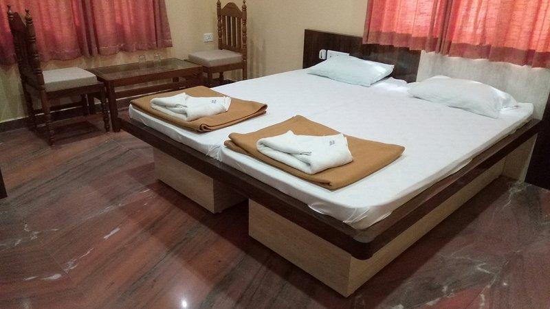 Standard Room 4 Meera Motels And Residency, alquiler vacacional en Colva