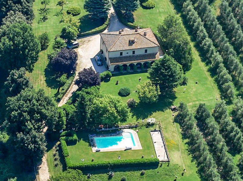 Manor with private & fenced pool, garden toys.2km from village & 10 from Amelia, vacation rental in Guardea