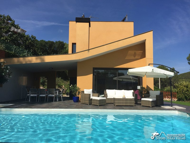 Modern Villa Madre Piedra with private pool and A/C, vacation rental in Subirats