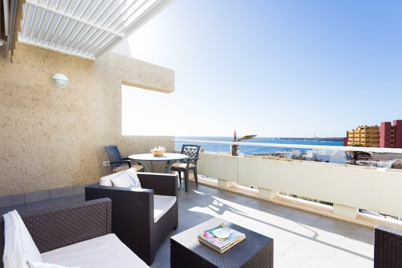 Marvellous view to the Ocean, wifi included, holiday rental in Poris de Abona