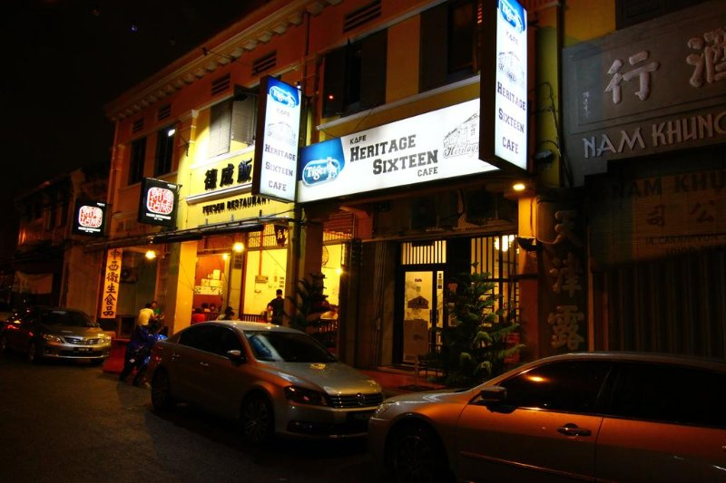 Heritage Sixteen (3rd Deluxe Queen Attach BR ), holiday rental in George Town