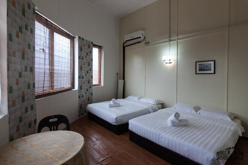 2 Queen Beds for total 4 pax, share bathroom