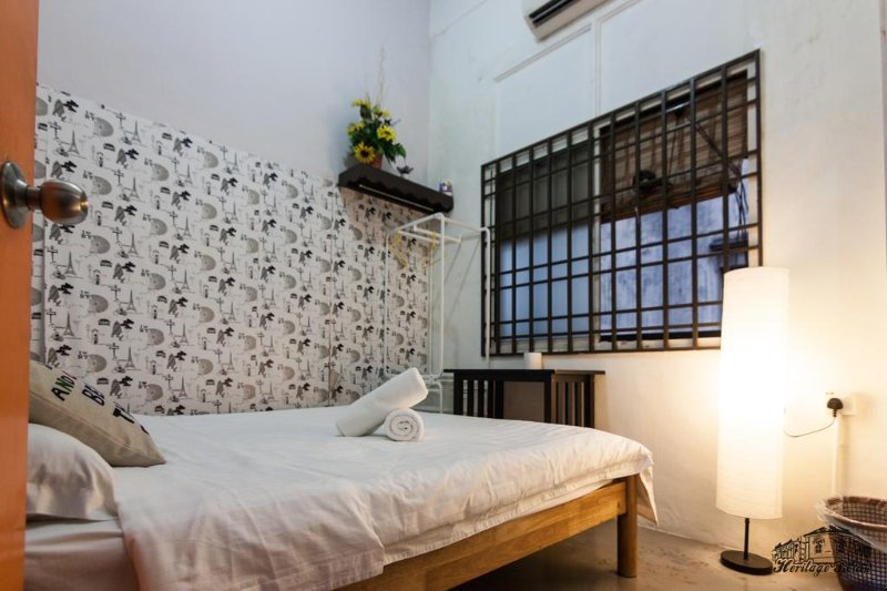 Heritage Sixteen (1st Queen with shared Bathroom), holiday rental in Butterworth