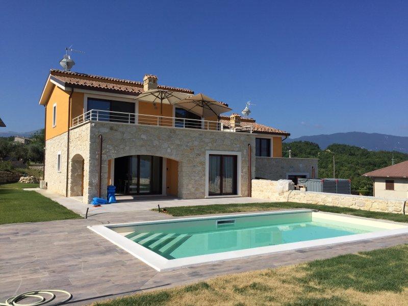 Maison 6 /8 personnes avec piscine privée et wifi. Vue exceptionnelle., vakantiewoning in Caramanico Terme