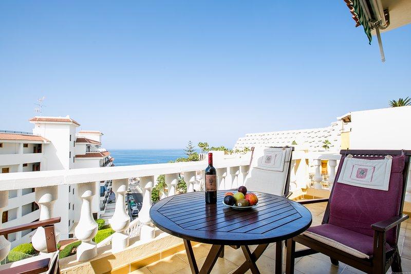 Playa Arena, Authentic 3 bed. Townhouse WiFi, beach, Ferienwohnung in Puerto de Santiago