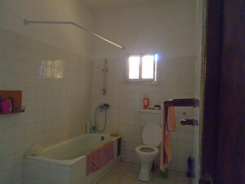 I bagni completamente piastrellato bagno / doccia