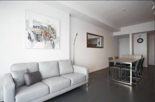 AMAZING condo in the Heart of Downtown Montreal!, vacation rental in Montreal