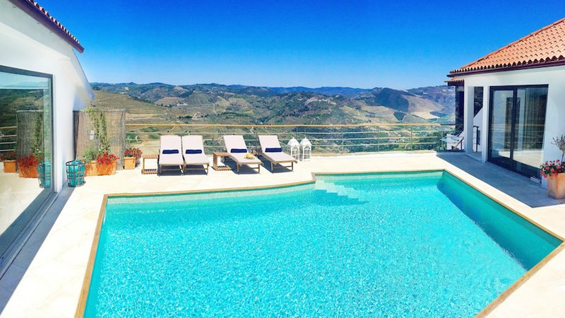 Villa CDG - Sleeps 6-9 Douro Valley near Pinhao, vacation rental in Vila Real District