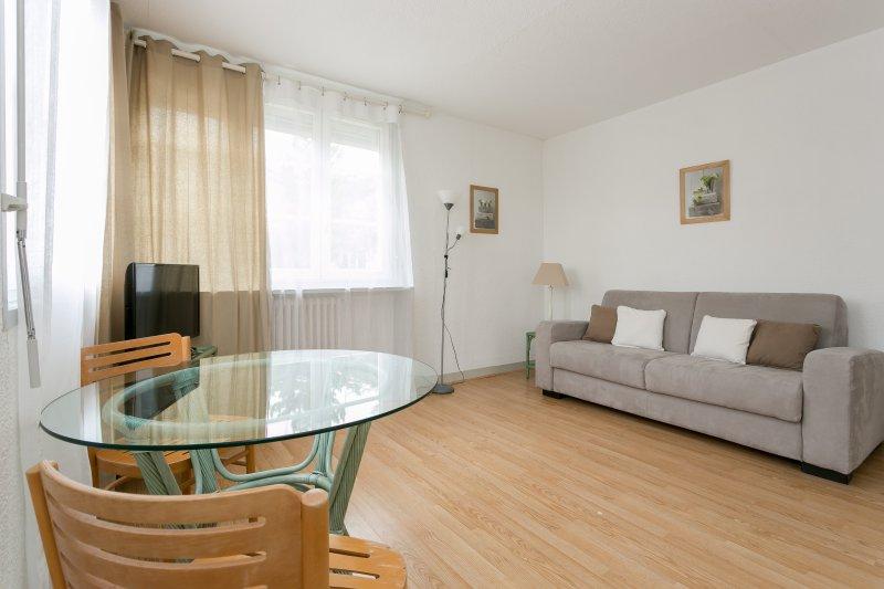 Nice 25sqm studio near Rueil-Malmaison City Center, vacation rental in La Garenne-Colombes