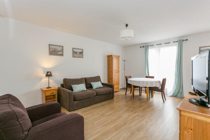 Nice 40sqm flat near Rueil-Malmaison City-Center, vacation rental in Chatou