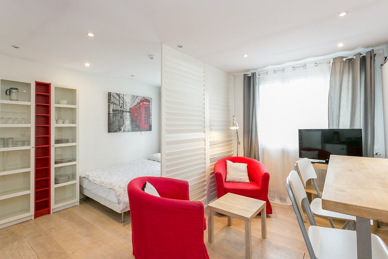 Nice studio in the Clamart City Center, holiday rental in Meudon-la-Foret
