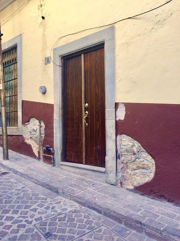 La entrada apartamento en el centro.