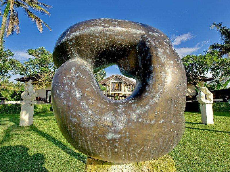 Villa Ylang Ylang - Main house sculpture