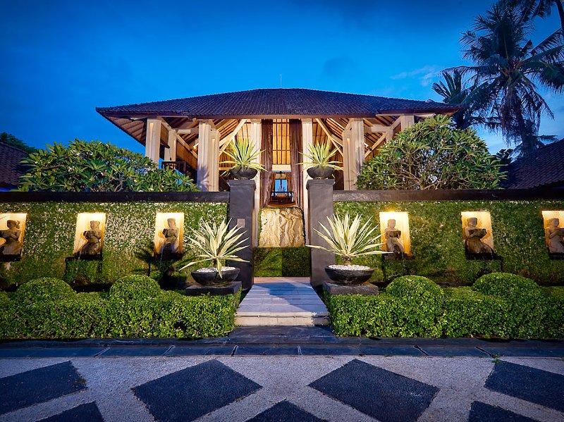 Villa Ylang Ylang - Entrance at night