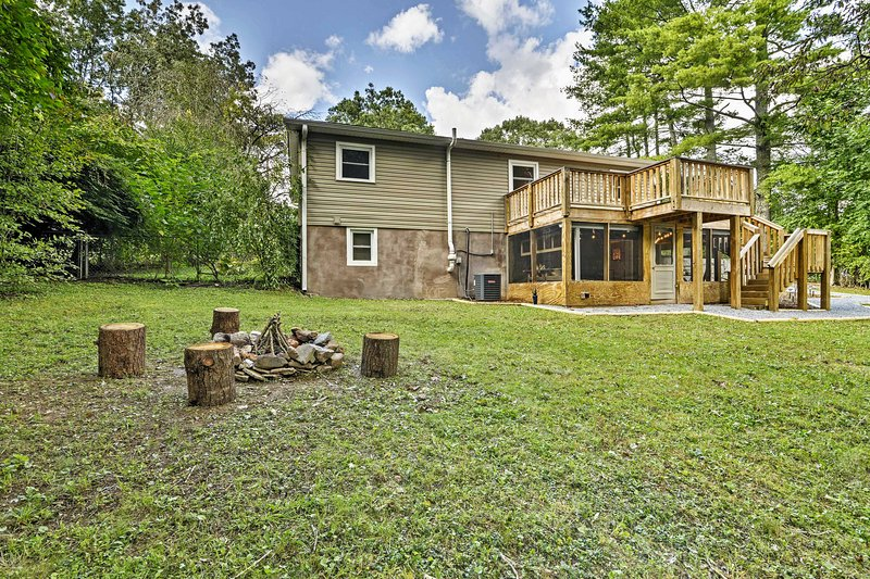 Retreat to the North Carolina's mountainous area by staying in this gorgeous 2-bedroom, 1-bathroom vacation rental house in Black Mountain.