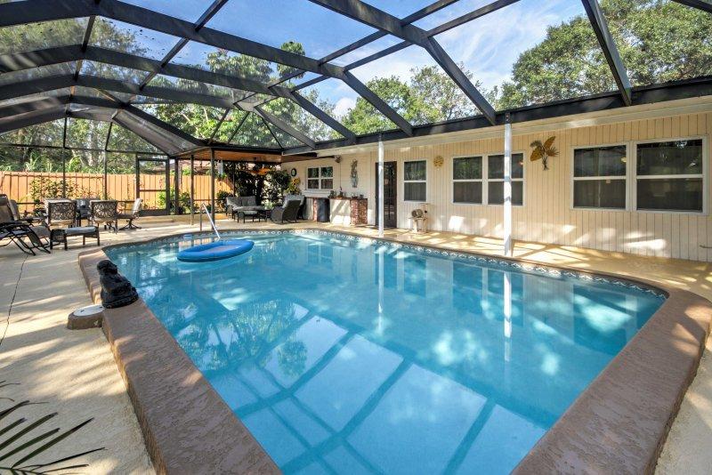 Sarasota Home w/ Private Pool & Patio Near Beach!, aluguéis de temporada em Fruitville