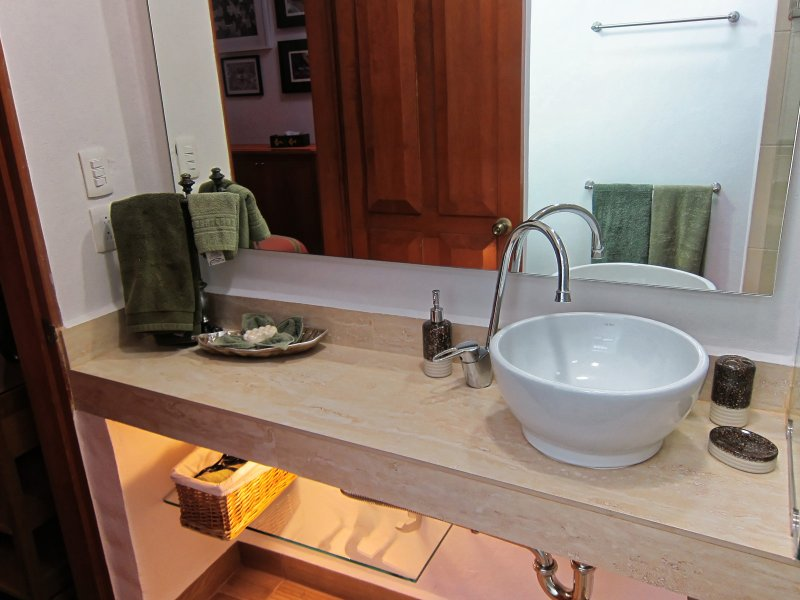 Split level sink