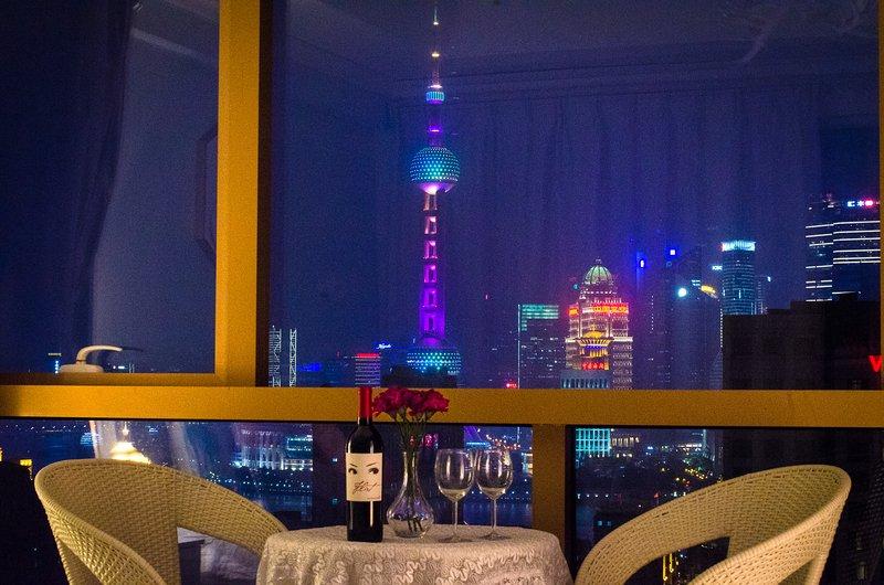 BUND 外滩 HighRise Dream Shanghai Modern Apartment, holiday rental in Shanghai