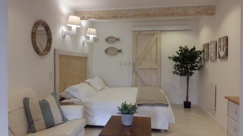 Nook Studio - Sleeps 2, self catering, outdoor area with a view, wifi, DSTV, location de vacances à Sun Valley