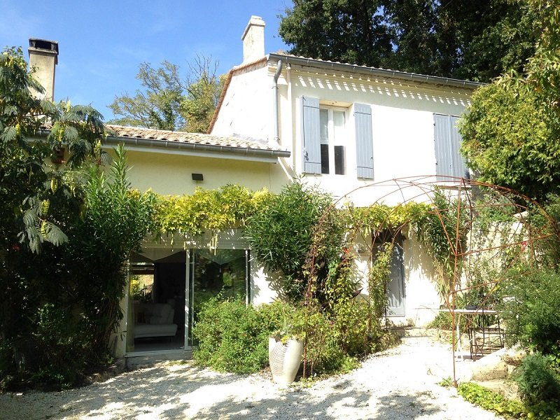4 Bedroom villa with private pool overlooking vineyards, vacation rental in Lugon-Et-L'Ile-Du-Carnay