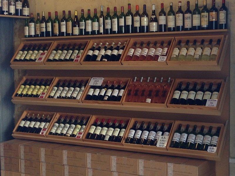 St Emilion one of many wine shops!