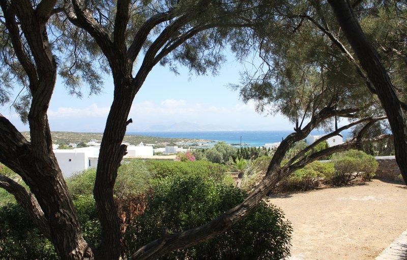 vista de la playa Mikri Santa María