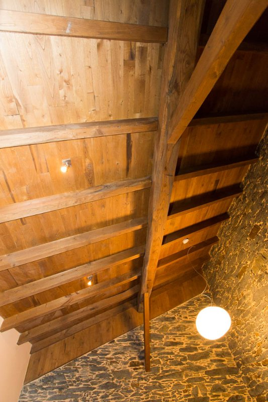Chestnut wood beams