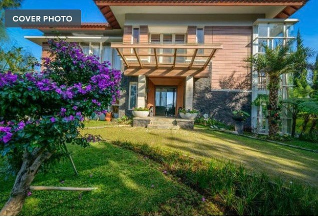 Front view of the Villa, with spacious parking space with beautiful nature sourrounding