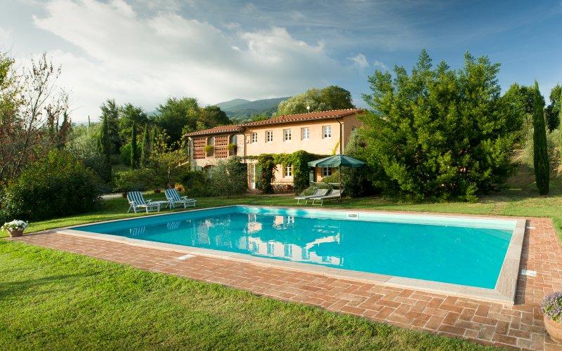 Villa und Pool