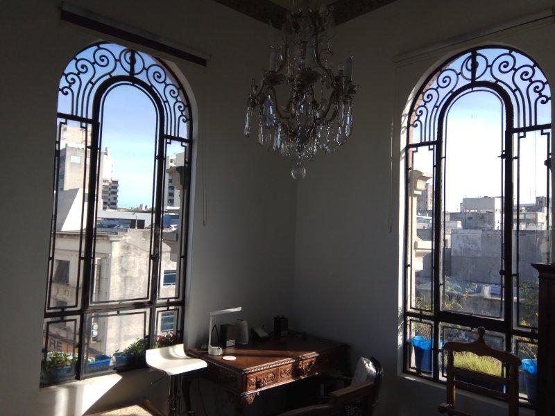 MVD Unique place at Old City´s ¨El Bajo¨ - FREE WiFi, casa vacanza a Dipartimento di Montevideo