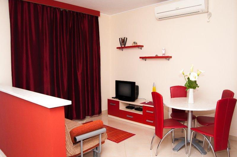Apartments Komarna - Red apartments, holiday rental in Komarna