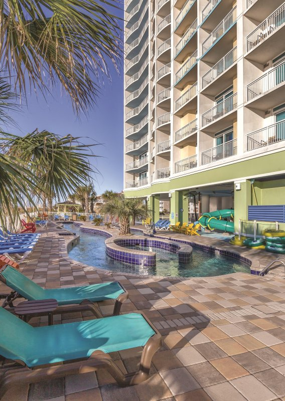 Wyndham Vacation Resort Towers on the Grove outdoor pool