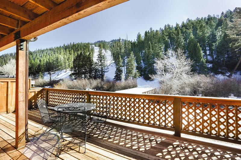 New Mexico, NM: 2 BR w/Fireplace & WiFi, Ski-In/Ski-Out Resort, Near Red River, holiday rental in Red River
