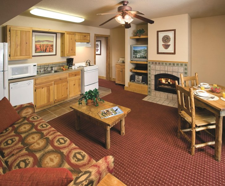 New Mexico, NM: 1 BR w/Fireplace & WiFi, Ski-In/Ski-Out Resort, Near Red River, holiday rental in Red River