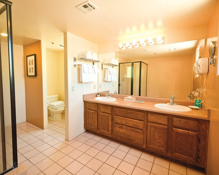 Starr Pass Golf Suites bathroom