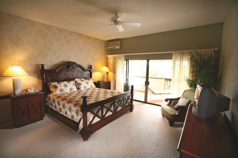 Kona Coast Resort bedroom