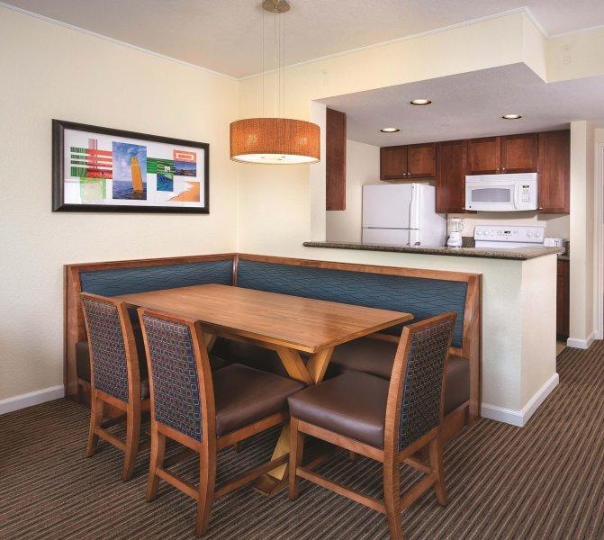 Wyndham Oceanside Pier Resort dining area