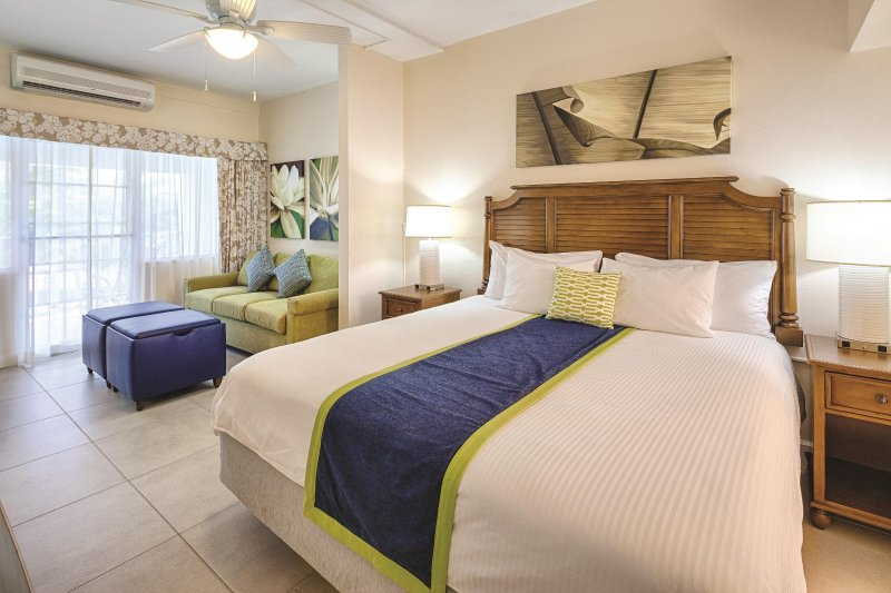 Bluebeard's Beach Club bedroom