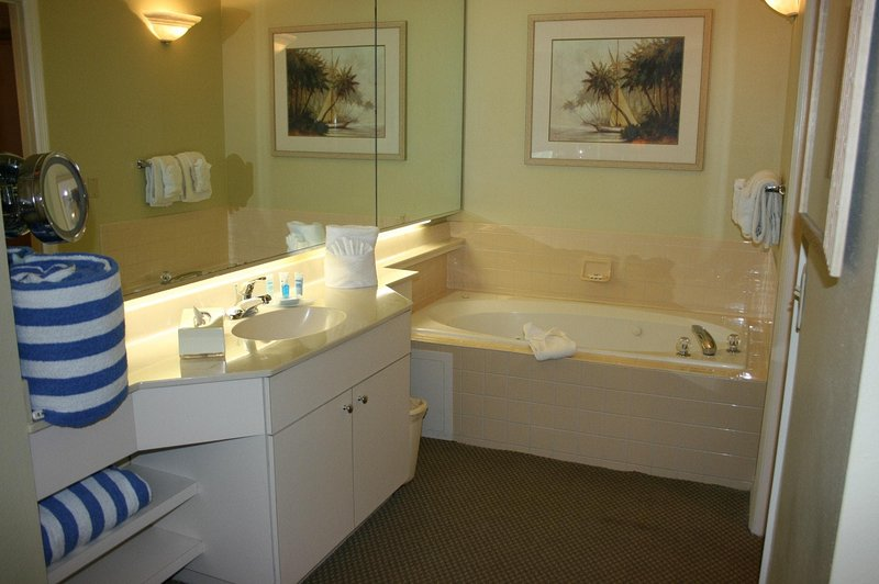 Wyndham Cypress Palms bathroom