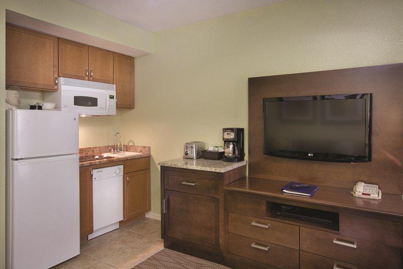 Star Island Resort kitchen + living room