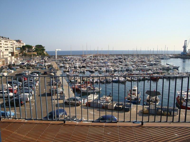 Vistas de la magnífica terraza con vistas al mar y al Club Náutico.