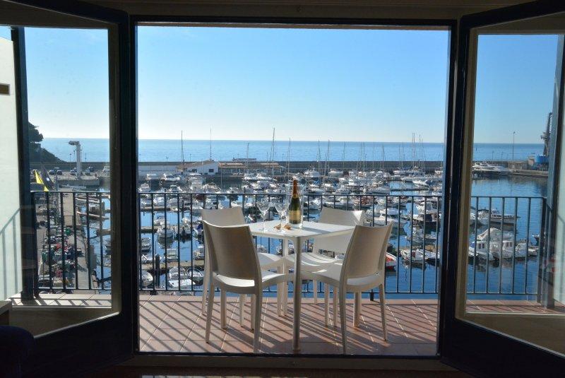 esplanada com vista magnífica sobre o Yacht Club.