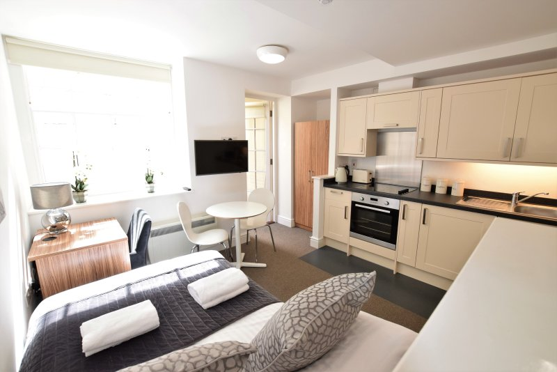 Berkeley Square Pads - Apartment 10, holiday rental in Filton