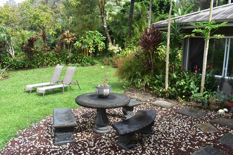 Always in Season Farmstead Vacation Rental and Retreat VIEWS and Beauty, vacation rental in Hawi
