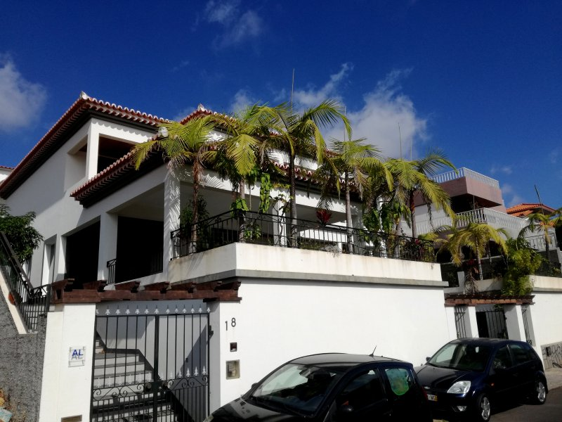 Beautiful house in Funchal with sea views, holiday rental in Madeira
