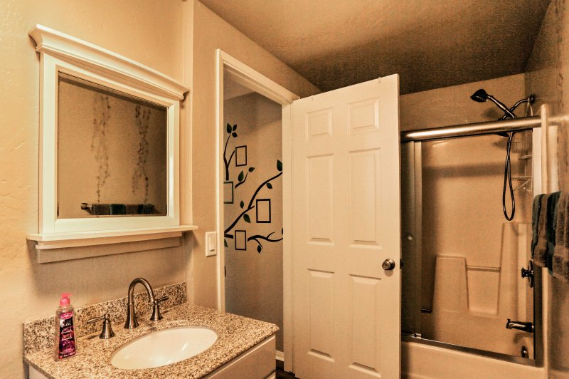 Wash up after a long day out and about in this full bathroom.